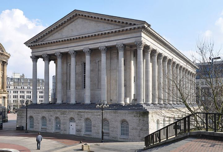 800px-Birmingham_Town_Hall_from_Chamberlain_Square