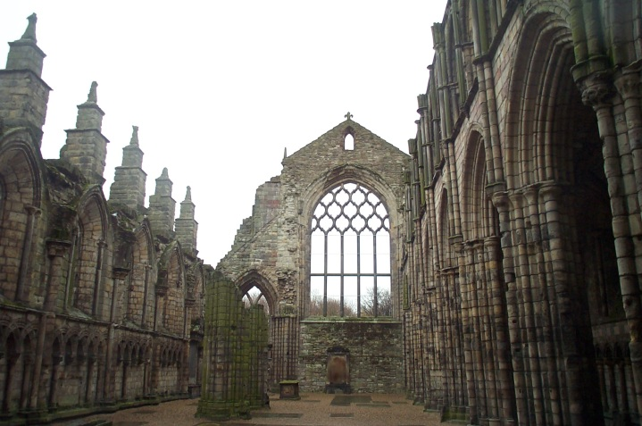 Holyrood_Abbey_ruin_200411